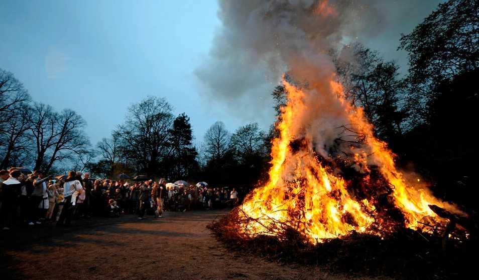 Kontrollerad brand Valborgsfirande i Stockholm.