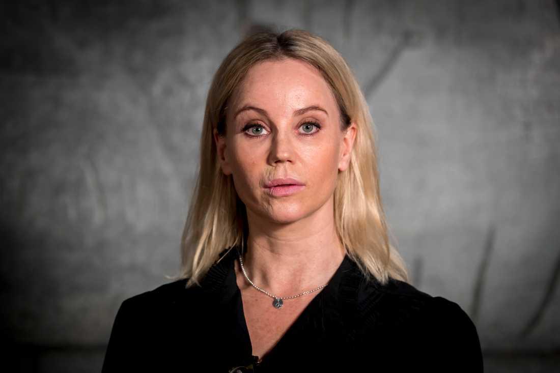 Sofia Helin spelar karaktären Saga Norén i serien.