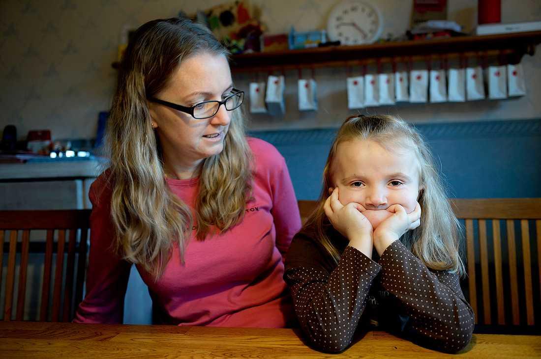 Freja, 5, fick svåra fosterskador av mamma Jonnas vanliga epilepsimedicin.