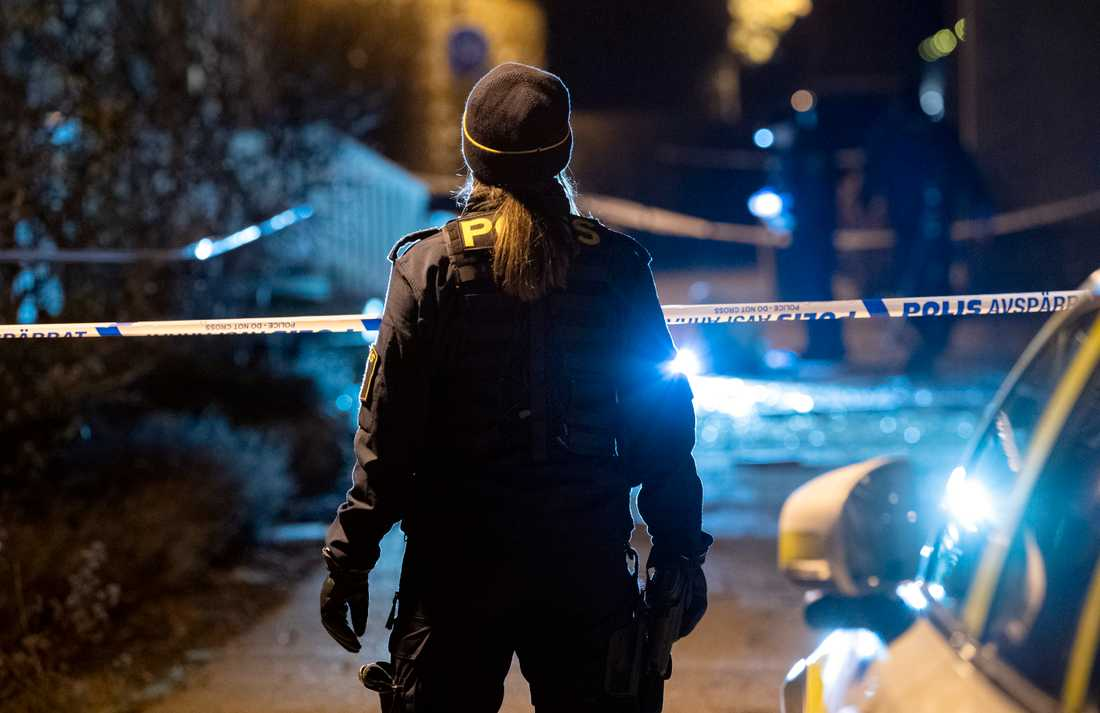Avspärrningar vid en fastighet efter en detonation i Ramlösa i södra Helsingborg.