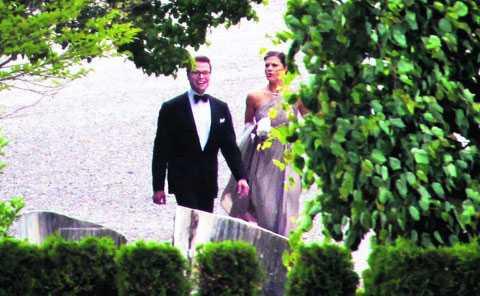 Kärleken spirade mellan Daniel och Victoria. De hade svårt att hålla händerna från varandra, enligt festdeltagare. Foto: JIMMY WIXTRÖM