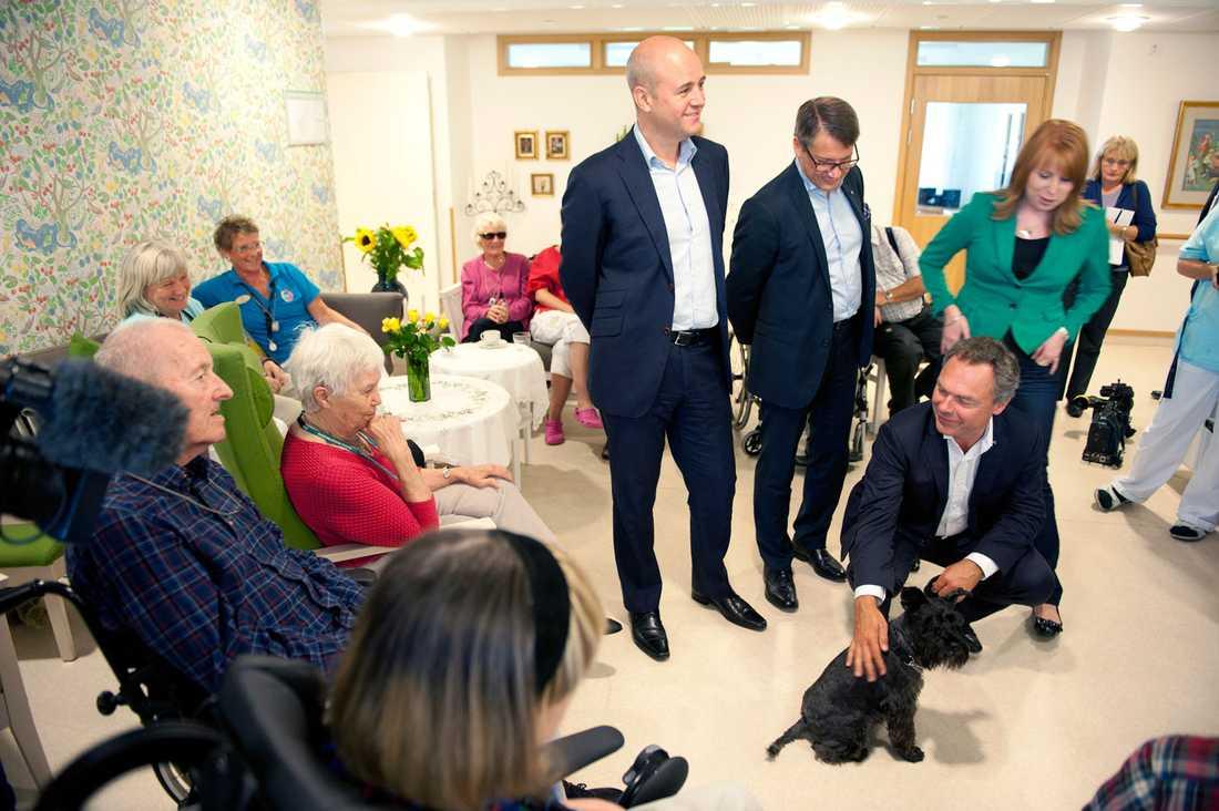 Alliansen besökte äldreboendet Ekebo i Helsingborg och träffade ungdomar som går lärlingsutbildningar.