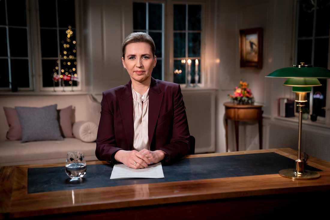 Statsminister Mette Frederiksen (S) talar till nationen under nyårsafton. Frederiksen har antagit rollen som en landsmoder under coronapandemin. Arkivbild.