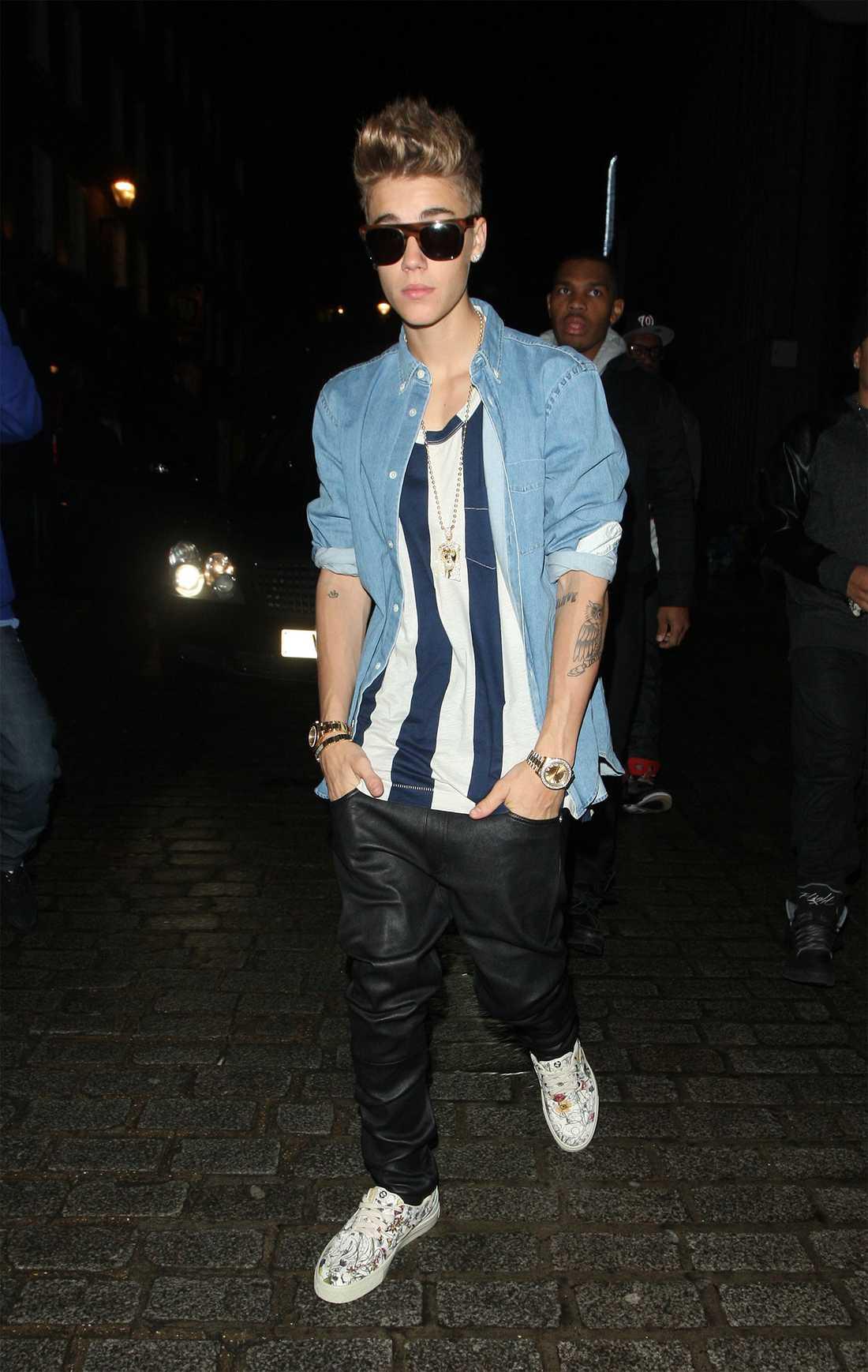 Justin Bieber tatuerade sig tidigare under turnén...