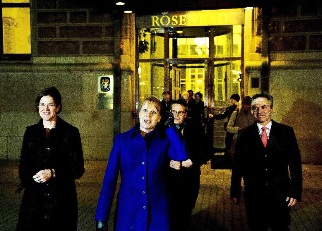 Alliansen meddelade i går att de inte tänker omförhandla med Stefan Löfven ännu. Från vänster syns Anna Kinberg Batra (M), Annie Lööf (C), Göran Hägglund (KD) och Jan Björklund (FP) när de lämnar Rosenbad.