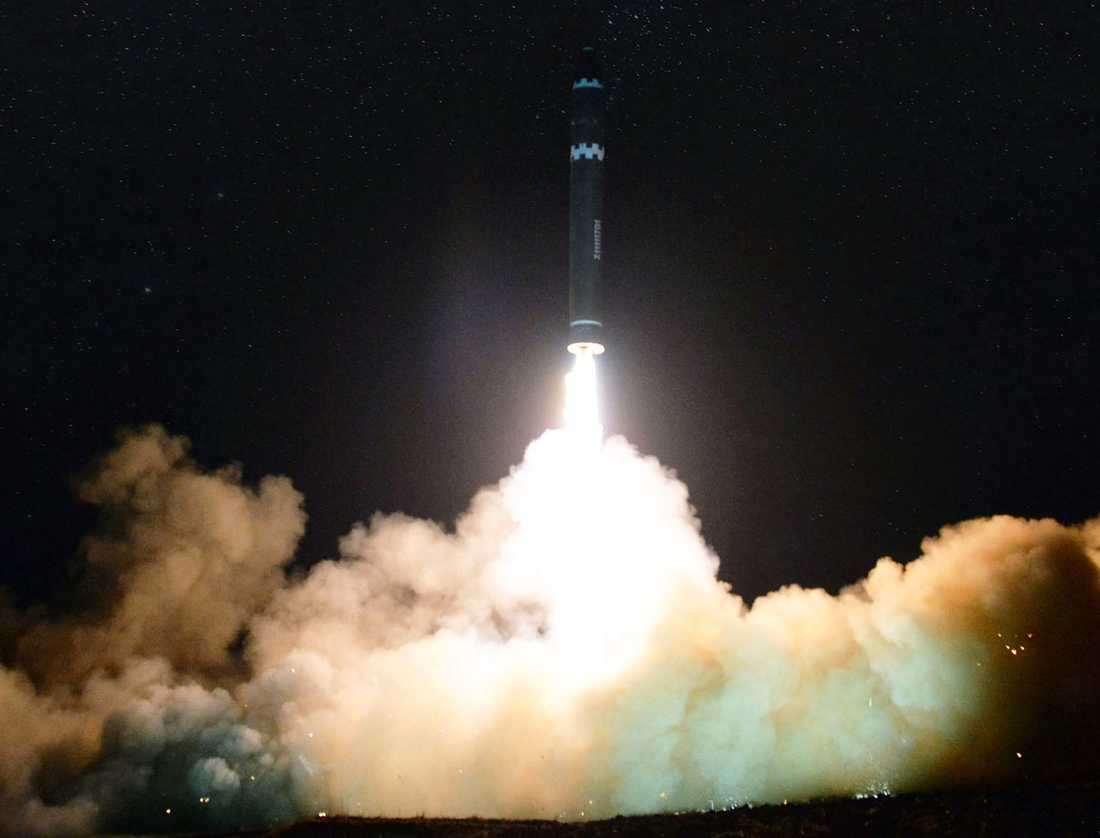 Hwasong-15, Nordkoreas nya robotmissil.