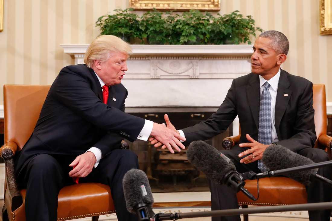 Trump och Obama i Vita huset.