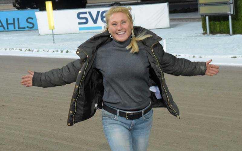 Får Elisabeth Lundholm anledning att jubla när hennes ögonsten Bungle Rain gör V75-debut?