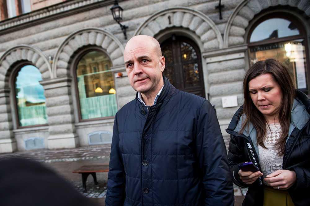 När Reinfeldt sa att svenskarna måste arbeta längre blev det ett fruktansvärt liv, menar Aftonbladets Peter Kadhammar.
