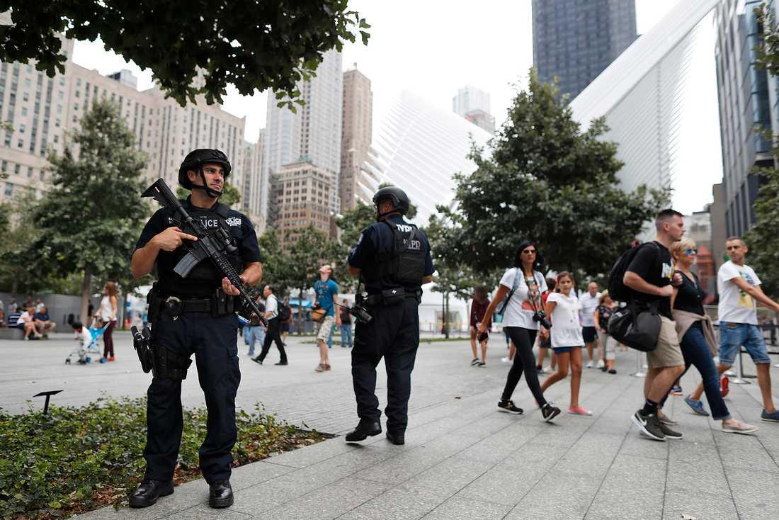 Tungt beväpnad polis på Manhattan.