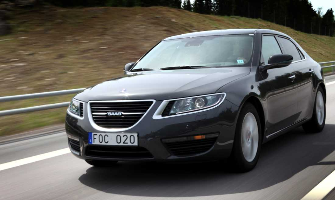 Ett nytt hopp Om ett år kommer hela Saabs nya 9-5-serie att vara ute på marknaden. Företaget räknar med att sälja 40 000–50 000 bilar när hela modellutbudet är på plats. Aftonbladets Martin Ström ger bilen fyra plus. Foto: Martin Ström
