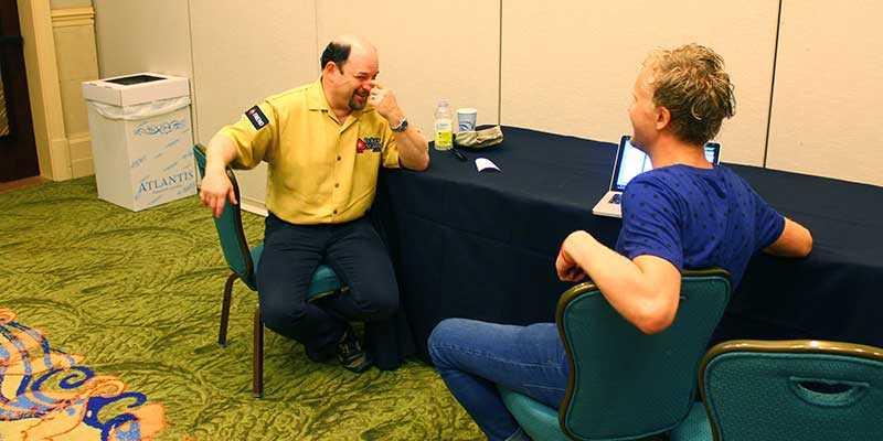 "Pokerbiten Jason Alexander, mest känd som ""George"" i Seinfeld, pratar poker med Sportbladets reporter Jonas Blomquist."