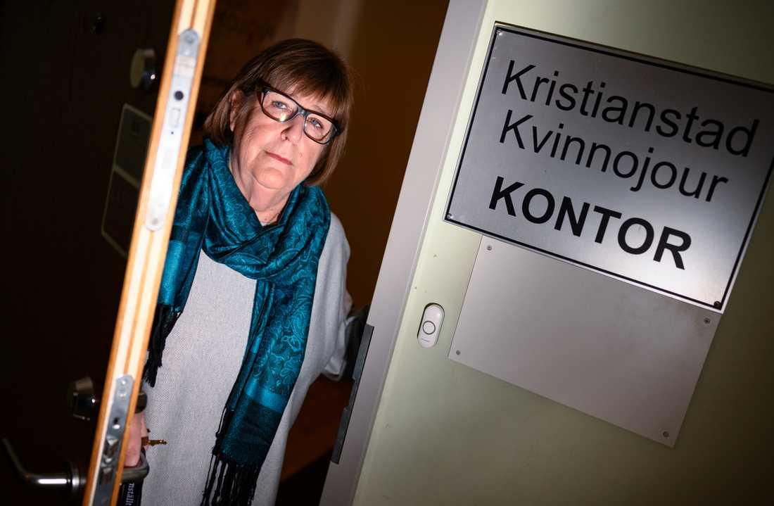"""""""Jag tror att det är viktigt att det är på ideell basis för att kvinnorna ska känna sig riktigt trygga"""", säger Siv Persson, volontär på kvinnojouren i Kristianstad."""