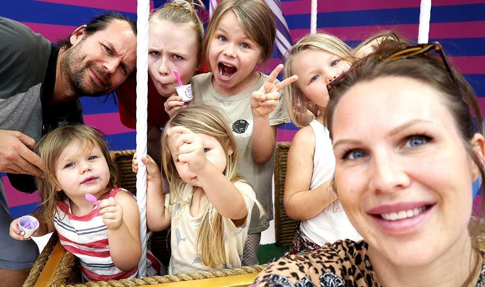 Familjen Holmqvist består av två vuxna och sex barn som reser jorden runt.