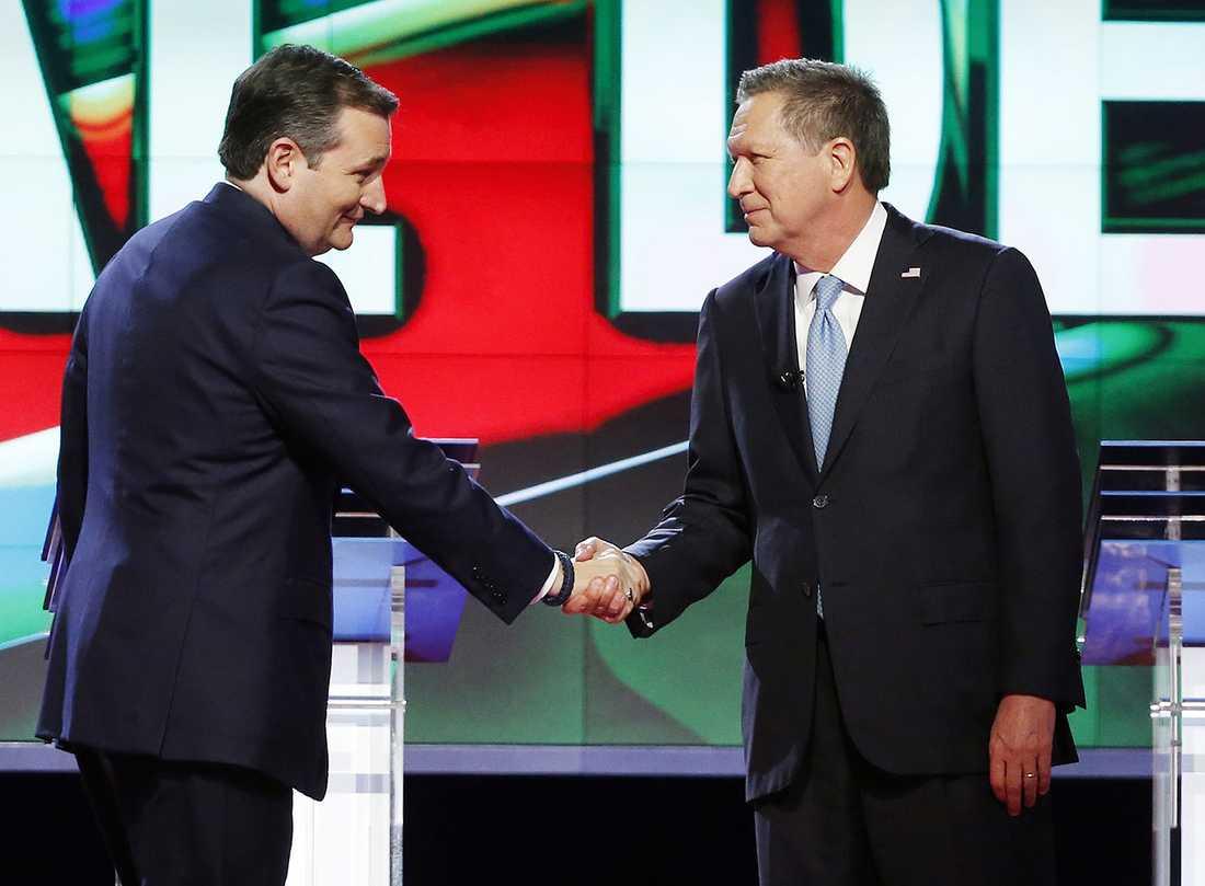 PAKTEN Medan Donald Trump närmade sig antalet delegater som behövdes för att ta hem nomineringen på republikanernas konvent slog sig de republikanska kandidaterna Ted Cruz och John Kasich ihop för att stoppa Trump.
