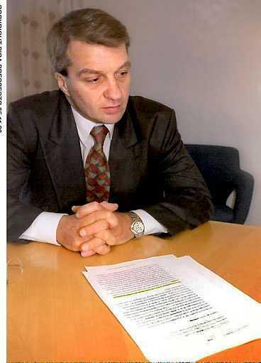 MILJONÄR Ex-riksdagsmannen Stig Bertilsson dömdes för grovt bedrägeri och avsattes som riksdagsman. Sedan dess har han fått ut 14 000 kronor i månaden i inkomstgaranti - en sorts a-kassa för riksdagsmän.