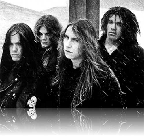 """Entombed runt releasen av debuten """"Left hand path"""" 1990. Från vänster Nicke Andersson, Uffe Cederlund, LG Petrov och Alex Hellid."""