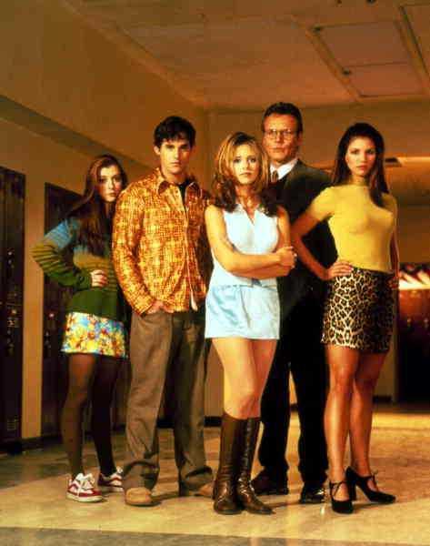 """Nicholas Brendon och Sarah Michelle Gellar i """"Buffy och vampyrerna."""