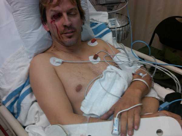 Sönderslagen Phil Laak på sjukhuset i Oregon efter sin olycka