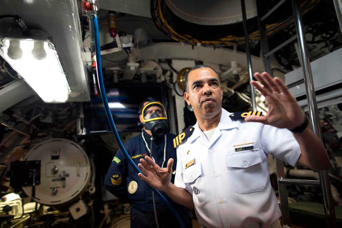Grannlandet Brasilien hjälper till i söknadet efter cden försvunna ubåten. Här med ubåten Timbira.