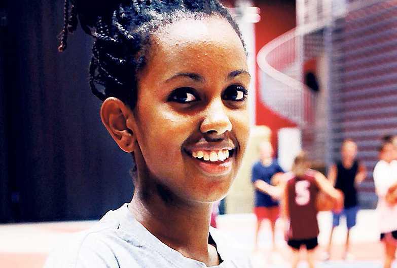 Betty Dawit, 14, studerande, Liljeholmen: – Lokalerna. Jag tycker de hade kunnat vara bättre. Nu finns det inga gardiner och ibland är det kallt.