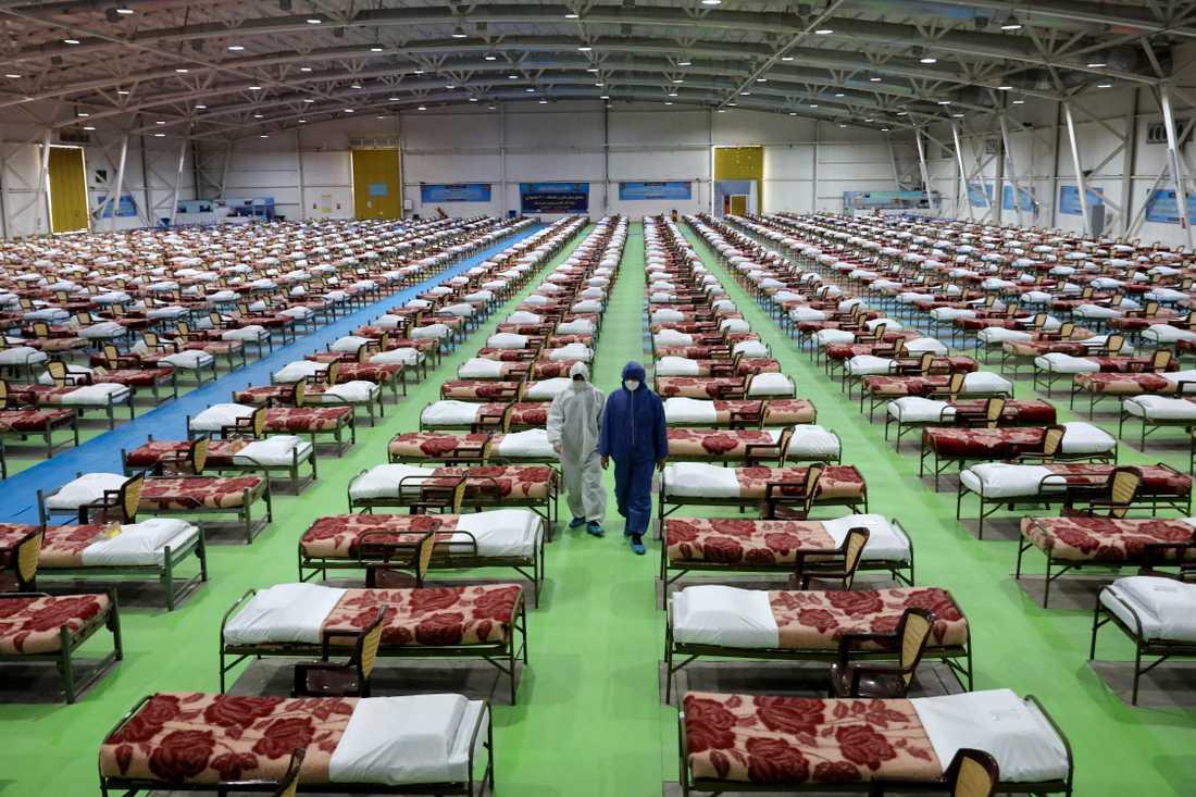 Ett tillfälligt sjukhus med 2000 sängar har satts upp i norra Teheran. Bild från 26 mars.