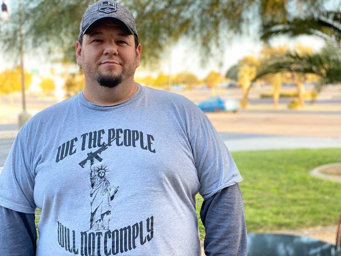 41-årige Palmdale-bon Michael Spalding är ett fan av Joy Villa. Han hoppas att Trump ska sänka skatterna och dra ned på bidrag som han menar utnyttjas av hemlösa, svarta och illegala invandrare.