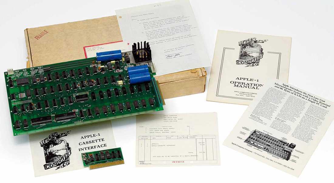 Dyrgrip 2010 såldes den första Apple-datorn av auktionshuset Christie´s i London. Medföljde gjorde ett signerat brev från Steve Jobs.