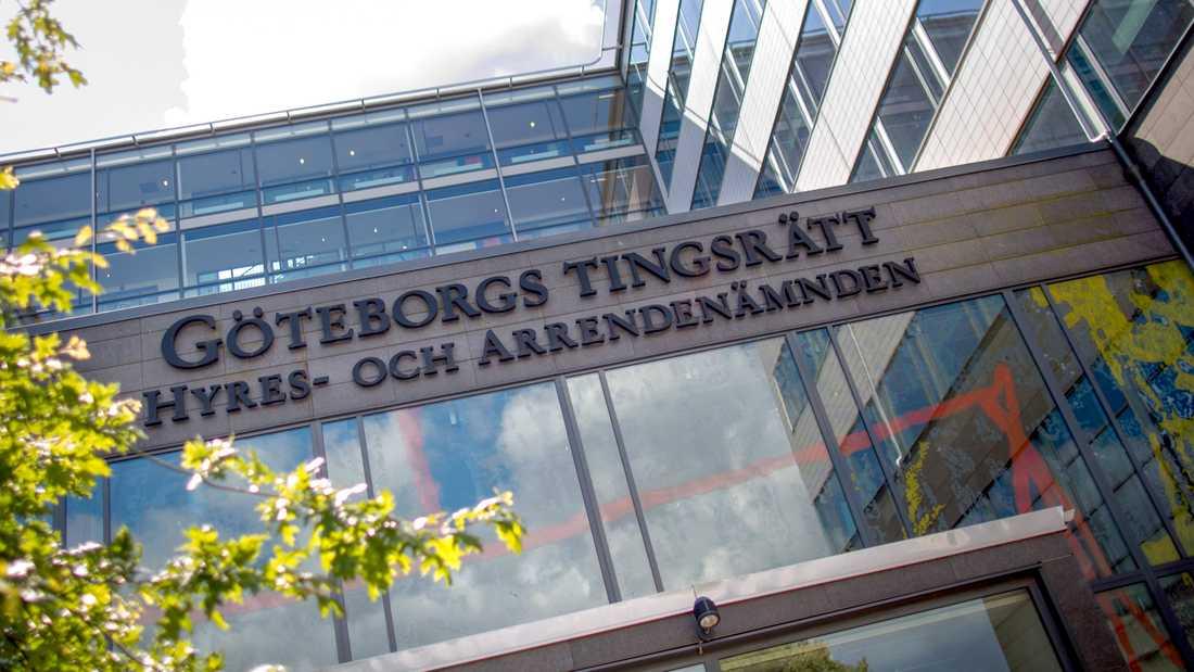 En person åtalas vid Göteborgs tingsrätt för att ha knivmördat en man i en lägenhet. Den åtalade hävdar att agerandet skedde i självförsvar. Arkivbild.