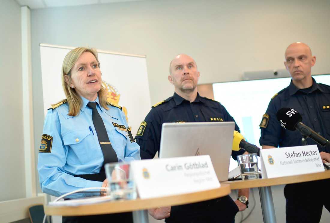 Carin Götblad, regionpolischef Mitt, Stefan Hector, nationell kommenderingschef för Rimfrost och Jale Poljarevius, regional kommenderingschef, presenterar hur Operation rimfrost fortsätter, med fokus på bland annat Uppsala.