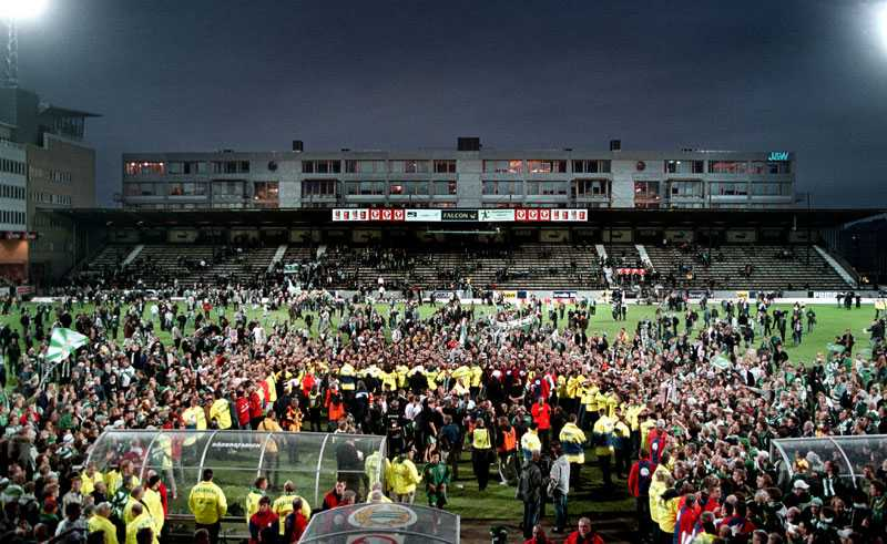 21 oktober 2001 Första guldet kom. Och planen blev ett inferno.