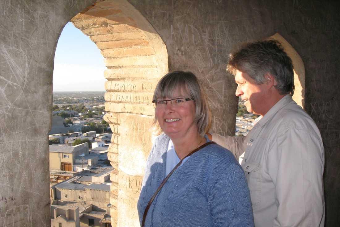 Margareta och Börje Sjöholm högst upp i minareten i Bukhara.