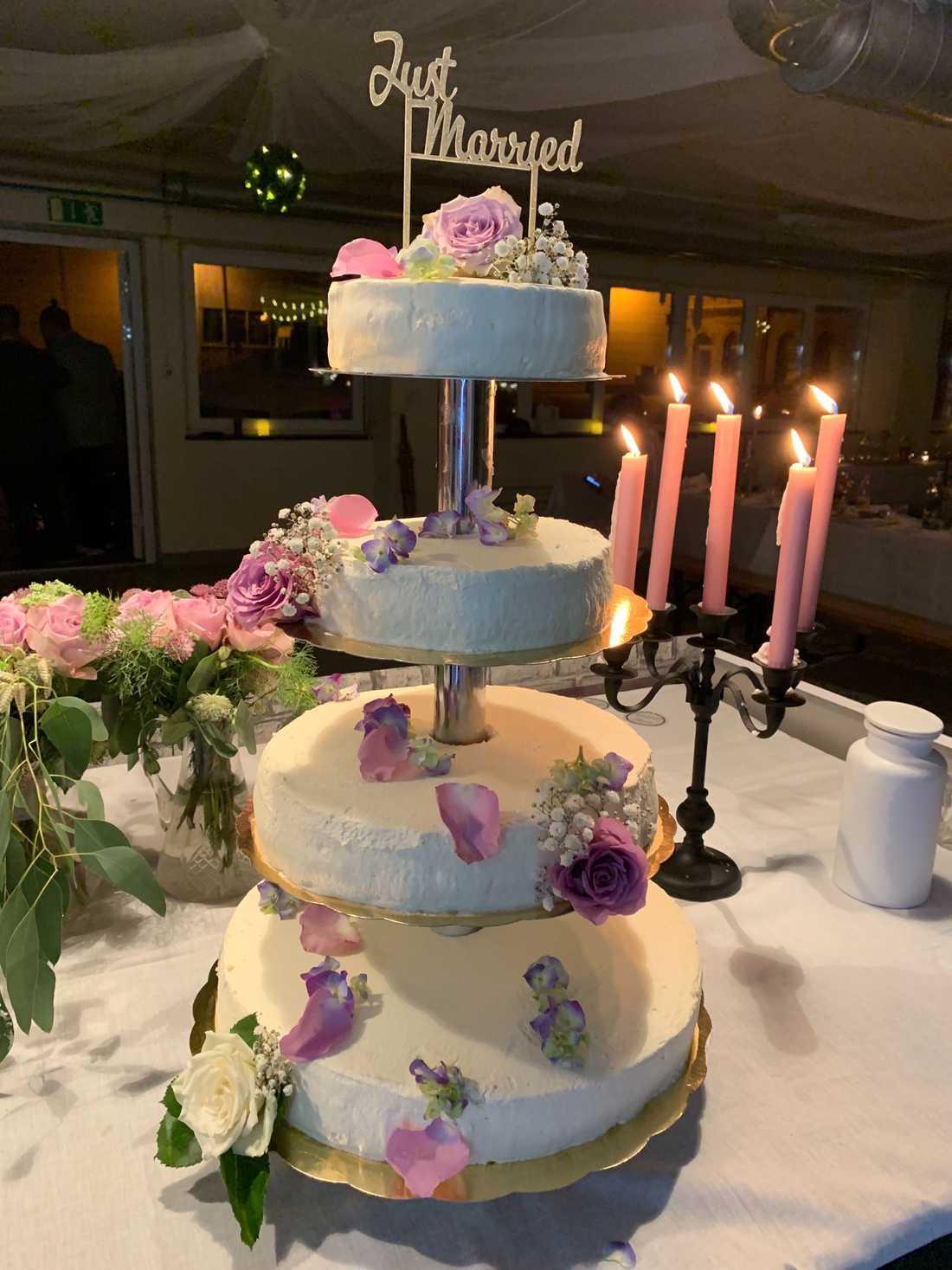 Bröllopstårtan, bakad av Frida Blums syster Linnéa Blum.