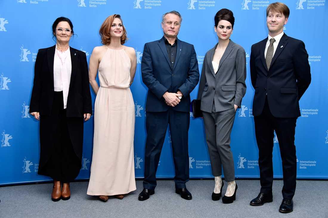 Pernilla August med Liv Mjönes, Michael Nyqvist, Karin Franz Körlof och Patrik Andersson på Berlins filmfestival.