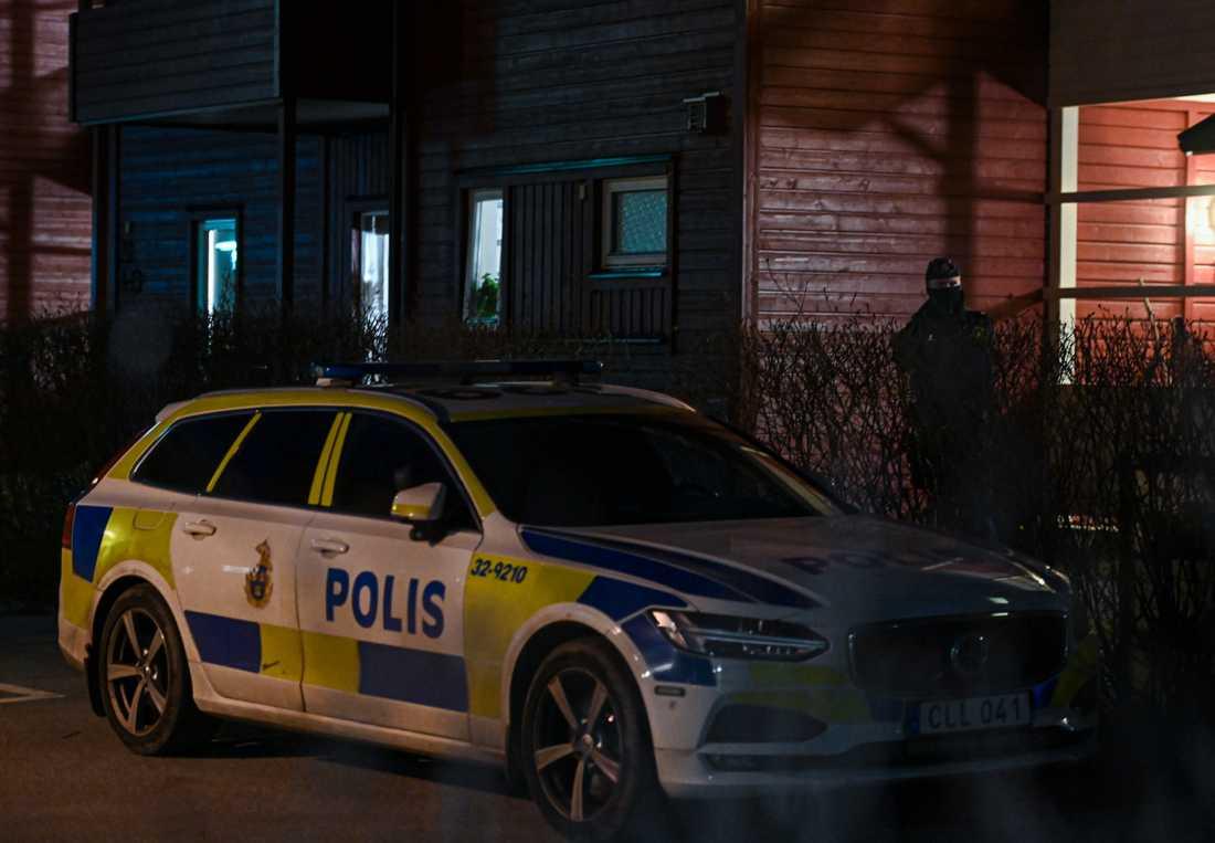 Den 20-åriga kvinnan hittades död i sin bostad i Älta.