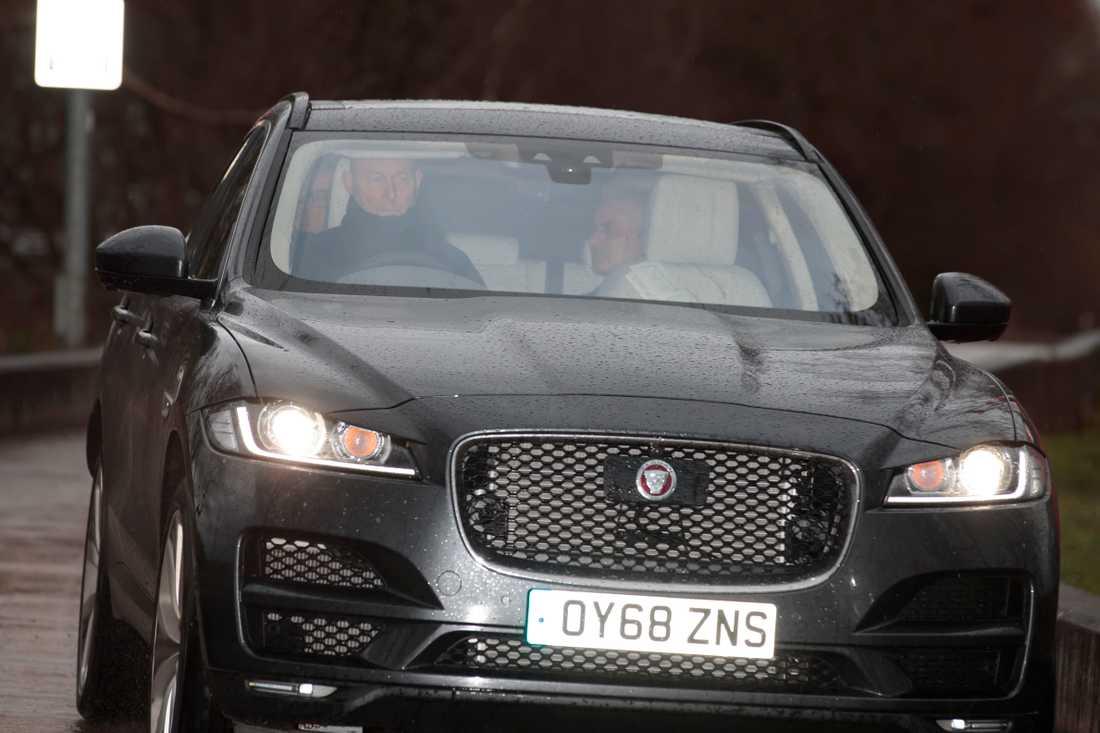 Mourinho fångad på bild i bilen på väg från träningsanläggningen