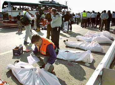 TERRORN FORTSÄTTER Hamas tog på sig skulden för bussattentatet. De vill inte ha ett slut på Israels invasion av Västbanken. I stället hoppas de att ökat israeliskt våld ska leda till ett totalt krig i Mellanöstern som kan leda till att Israel utplånas.