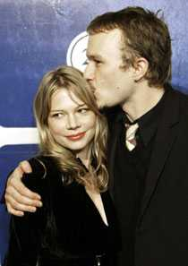 Heath Ledger tillsammans med Michelle Williams. Michelle Williams befinner sig nu i Trollhättan för att spela in Lukas Moodyssons nya film.