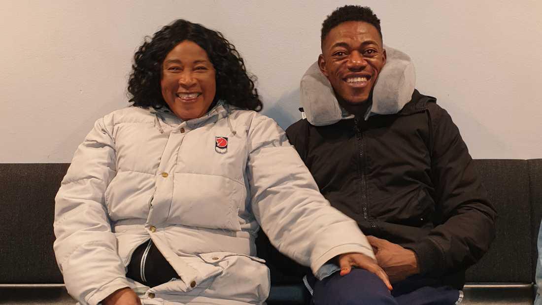 Olivier Matanda tillsammans med sin mamma.