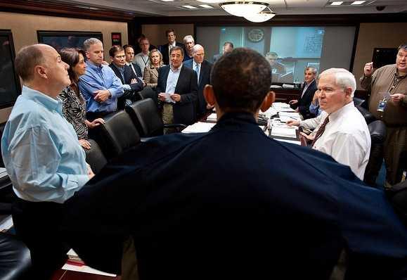Obama leder mötet i Situation Room i samband med anfallet mot bin Ladin.