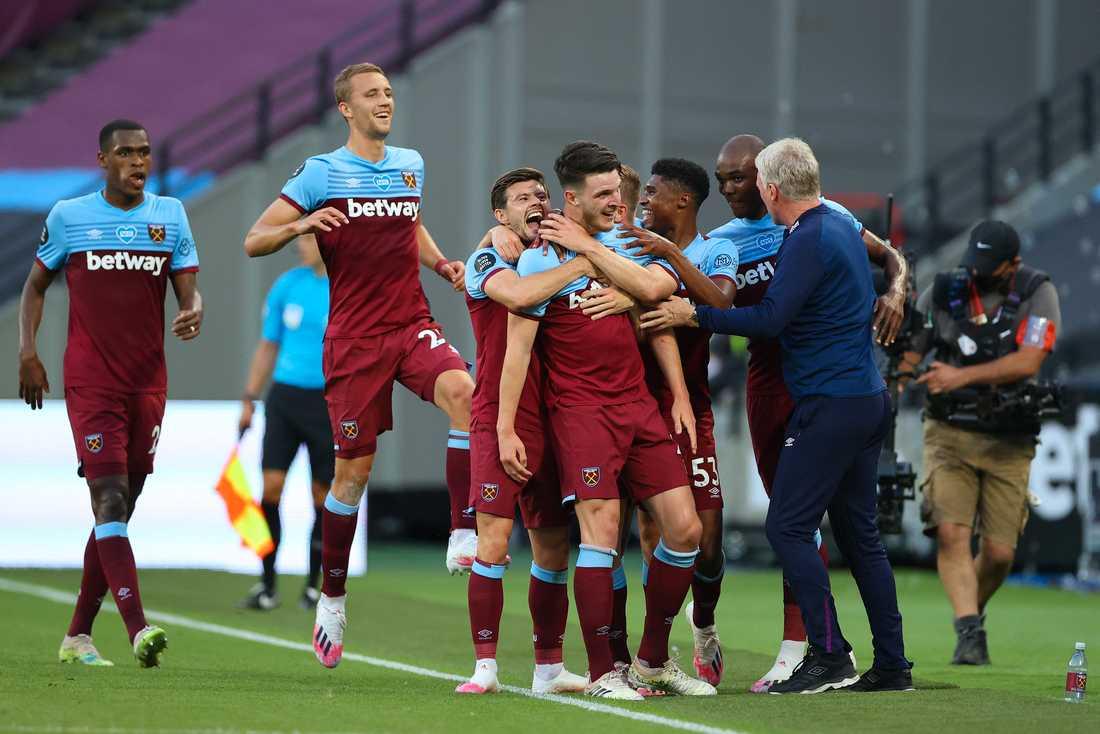 West Hams spelare jublar under matche mot Watford.