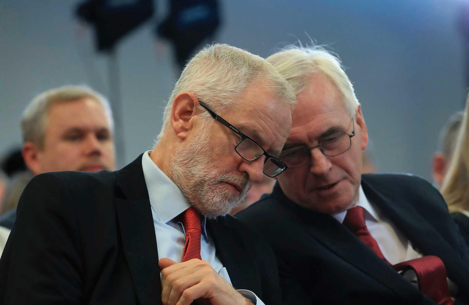 Labourpolitiker slåss om skulden för valfiasko