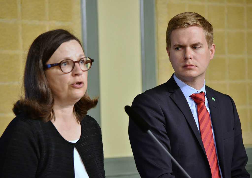 Gymnasieminister Anna Ekström (S) och utbildningsminister Gustav Fridolin (MP).