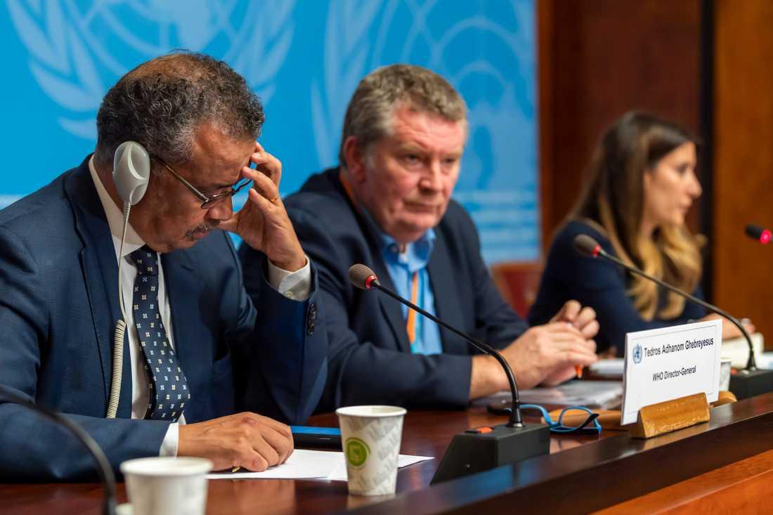WHO:s generaldirektör Tedros Adhanom Ghebreyesus (till vänster), Michael Ryan, verkställande direktör för WHO:s nödprogram (i mitten) Maria van Kerkhove, som leder den grupp som utreder virusutbrottet vid en presskonferens på onsdagen.