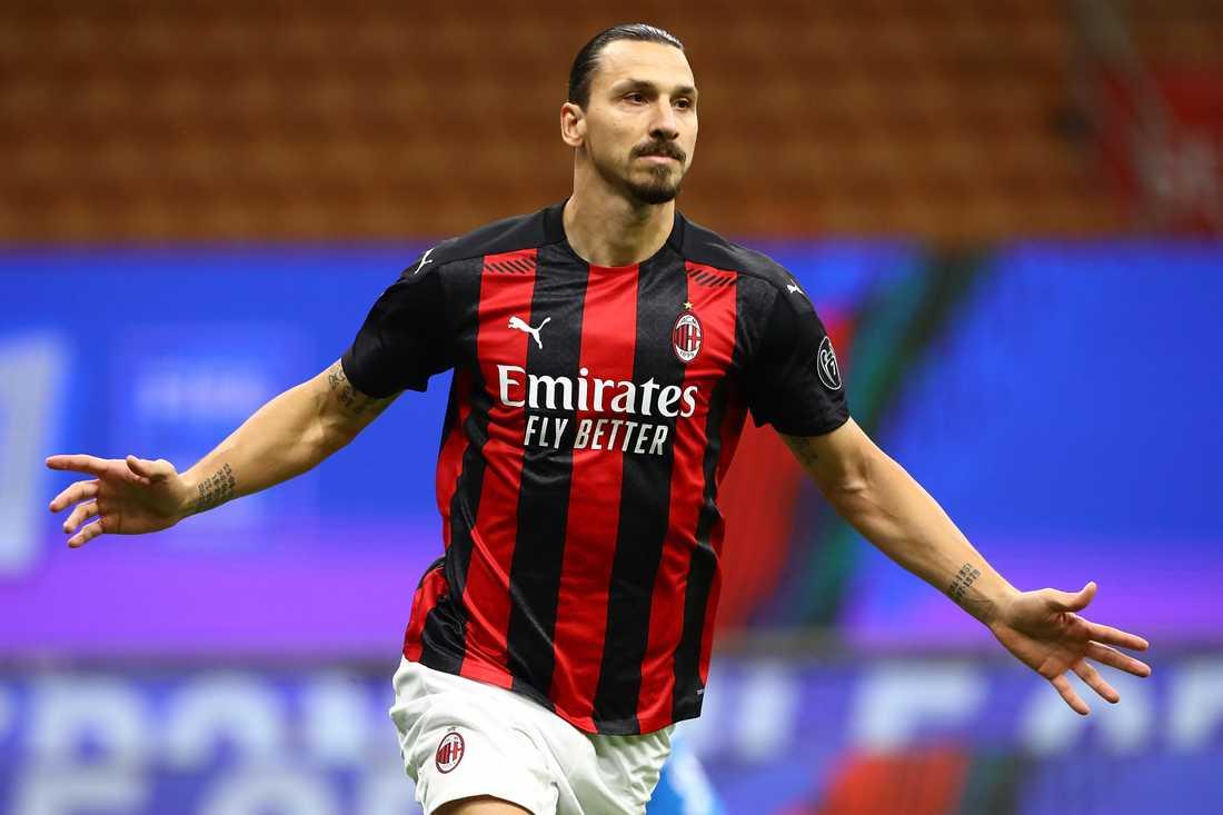 Zlatan jublar efter 1–0-målet mot Roma.
