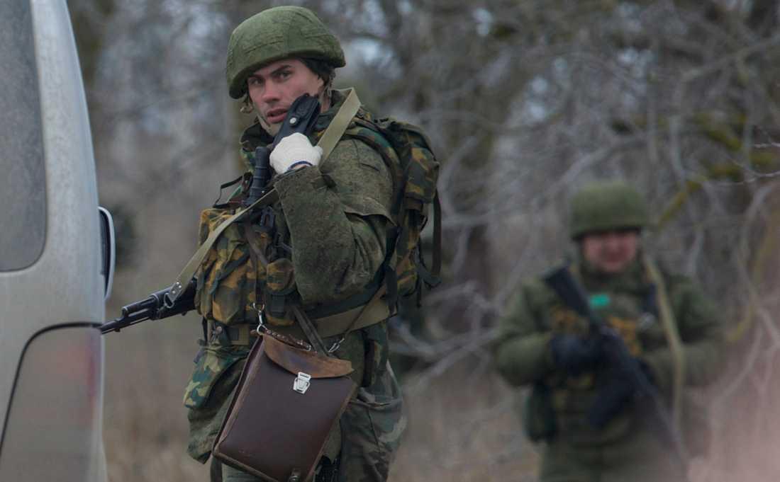 """Oidentifierade """"gröna gubbar"""" – som senare bekräftades vara ryska elitsoldater – intog Krim 2014."""