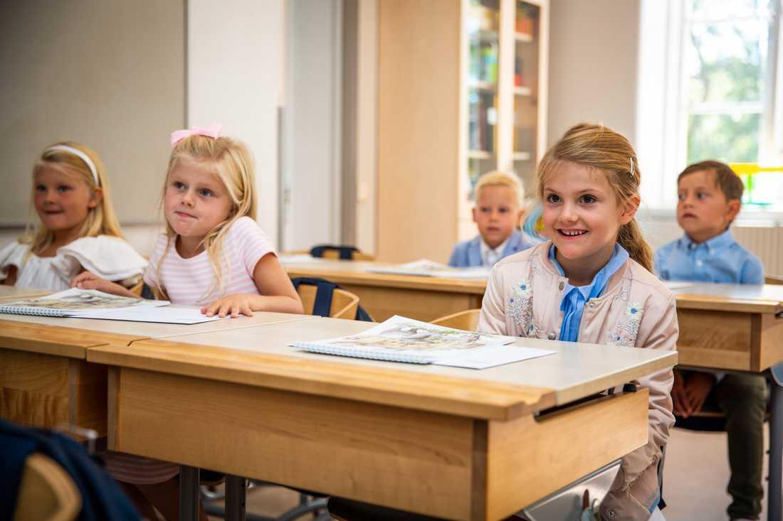 Prinsessan Estelle har börjat på exklusiva Campus Manilla i Stockholm.