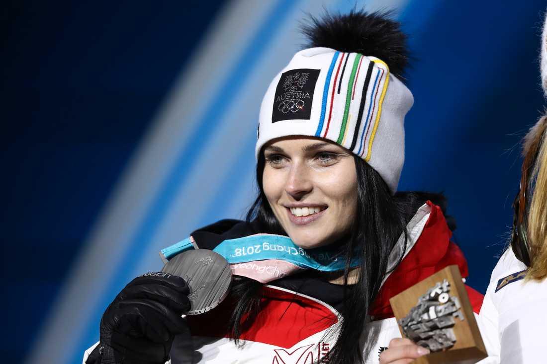 Anna Veith har ett OS-guld i super-G och två OS-silver på meritlistan.