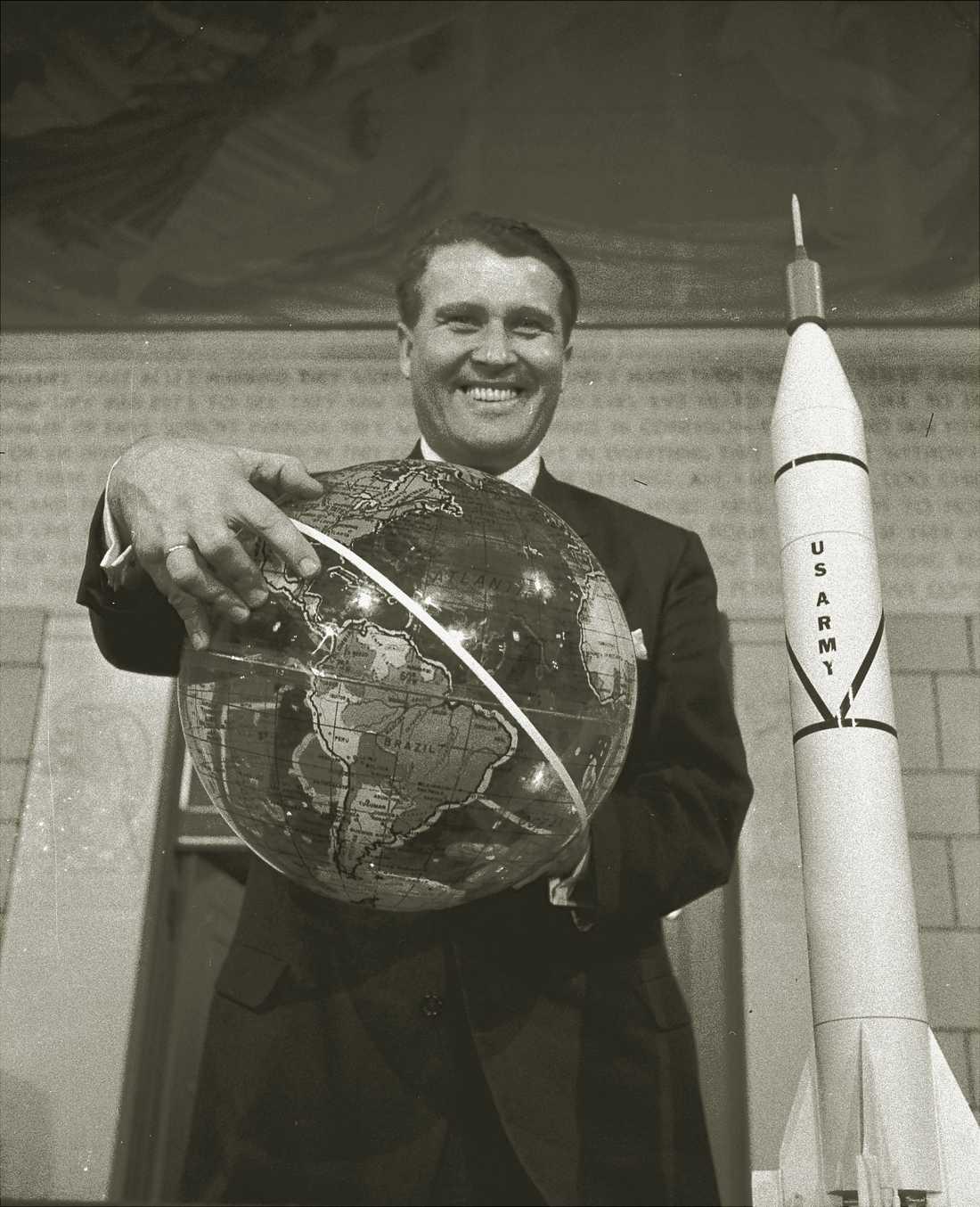 Den tidigare nazisten Wernher von Braun var den som låg bakom den stora hjälpraketen, Saturn V, som gjorde det möjligt för rymdfarkosten Apollo 11 att nå månen.