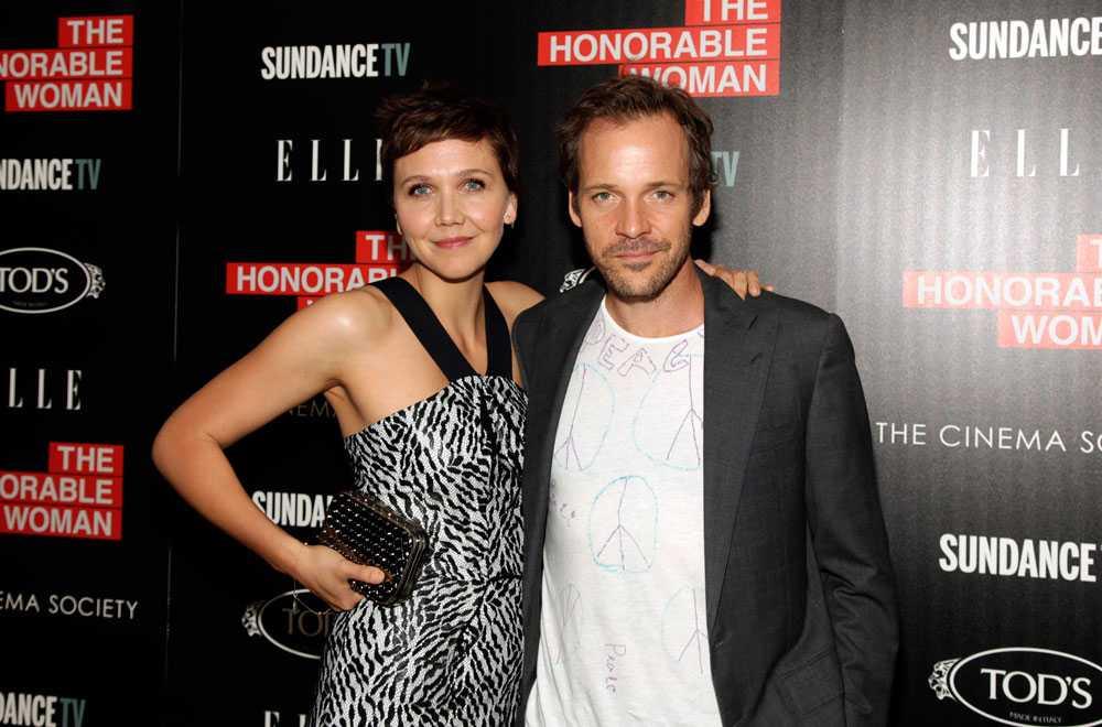 Maggie Gyllenhaal & Peter Sarsgaard Maggie Gyllenhaal + skägg = Peter Sarsgaard. Paret, som har varit tillsammans i tolv år och gifta i fem, har likadana sluttande ögon och blir mer lika för varje dag. Förhoppningsvis rakar Peter, 43, aldrig av sig skägget för då kan det bli problem att skilja honom från Maggie, 37.